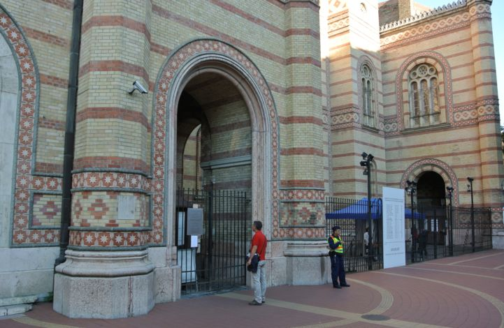 entrance of the Dohány Street Synagogue