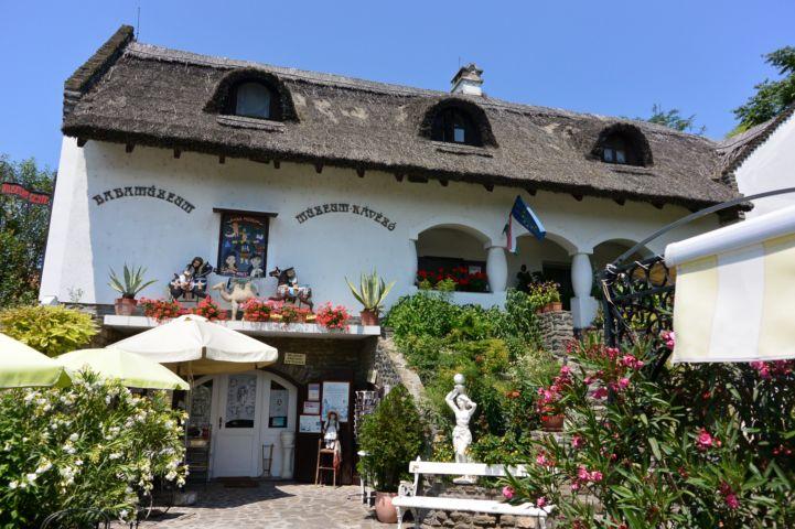 babamúzeum és kávézó
