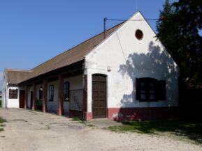 Jakab Képtár helyi védettségű épülete