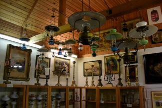a lámpamúzeum hátsó szobája