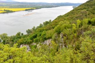 Dunai kilátás a Hideglelős-kereszt mellől, az egykori kőfejtő tetejéről