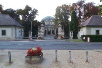 a Savoyai-kastély a főbejáratból nézve