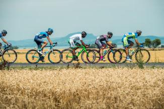 a 2016-os Tour de Hongrie mezőnye a Balatonnál