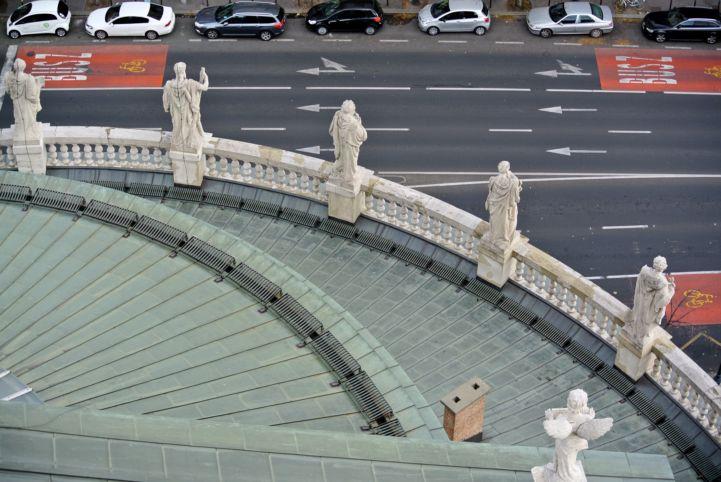 apostolok szobrai a Bazilikán