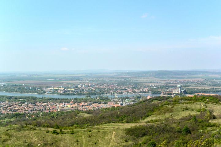 esztergomi panoráma a Vaskapu-hegyi Brilli Gyula menedékházból
