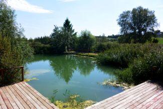 tó a tájház mellett