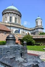 a tapintható miniatűr és az életnagyságú Bazilika