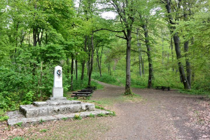 II. világháborús emlékmű a Pilis-nyeregnél