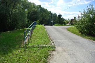 a Dunapart utcán haladunk tovább