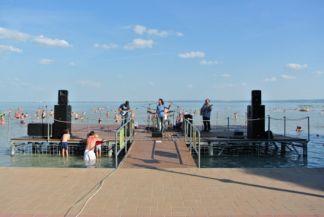 koncert a strandon