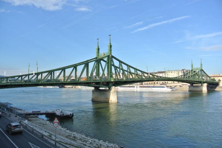 Szabadság híd a Szent Gellért térről
