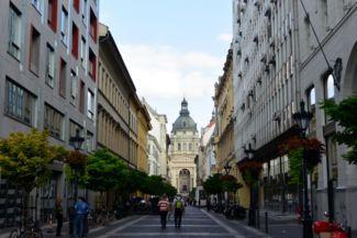 a Bazilika a Zrínyi utca felől