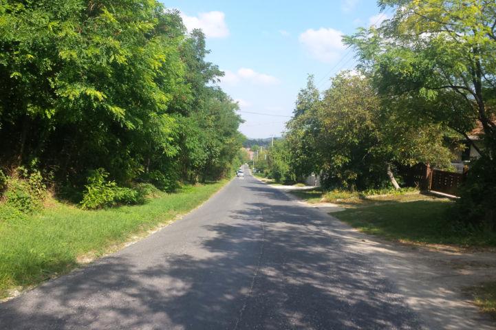 a Sóskútra vezető út