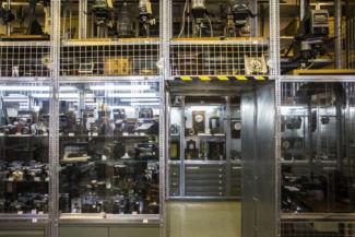 órák, fényképezőgépek és kamerák a Műszaki Tanulmánytár első termében