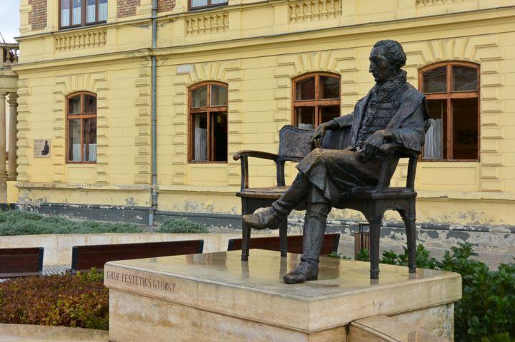 Gróf Festetics György-szobor