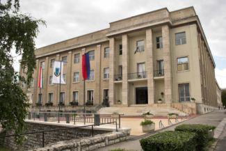 """a Pannon Egyetem """"B"""" épülete"""