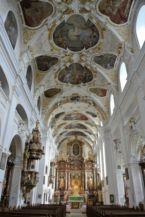 a Nagyboldogasszony bazilika belseje