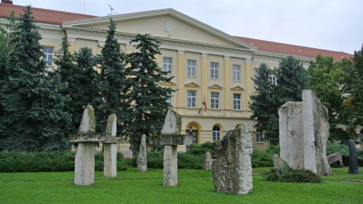 Táncsics Gimnázium és a Történelmi Emlékpark