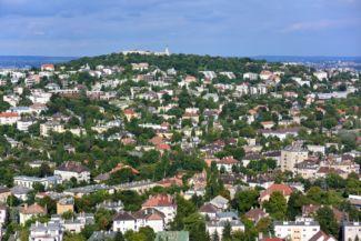 Újbuda látképe a Sas-hegyről