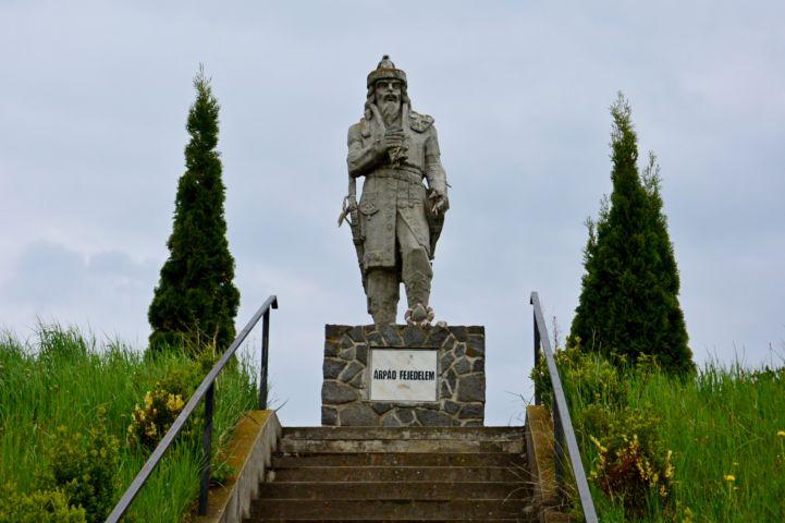 Árpád fejedelem szobra, Miholcsa József, 2003