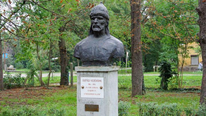 Árpád-szobor