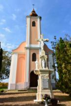 Szőlőhegyi Istenanya kápolna és az előtte álló kőkereszt