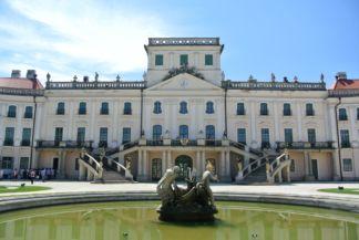 Esterházy-kastély a díszkert felől