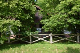 erdei lak az erdei vasút kistolmácsi végállomásánál