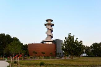 Balatonföldvári Hajózástörténeti Látogatóközpont, kiállítóhely és kilátó egyben
