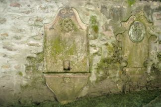 sír a Belgrád székesegyház kertjében
