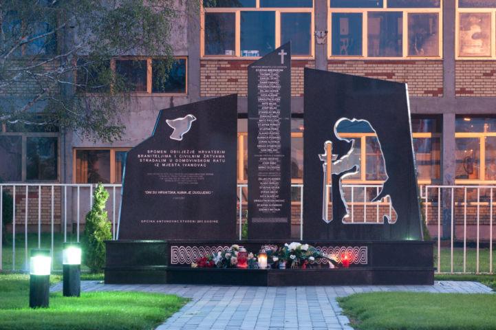 háborús emlékmű Fotó: Zöld Eszék/Antunovac