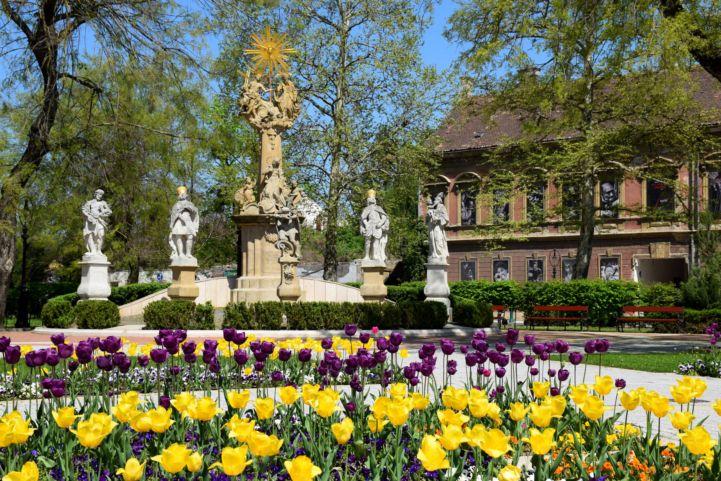 Szentháromság-szobor a nagykanizsai Erzsébet téren