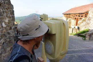 kronoszkópon keresztül átélhetjük, ahogy a XVII. században egy villámcsapás miatt leég a felsővár Bencés tornya