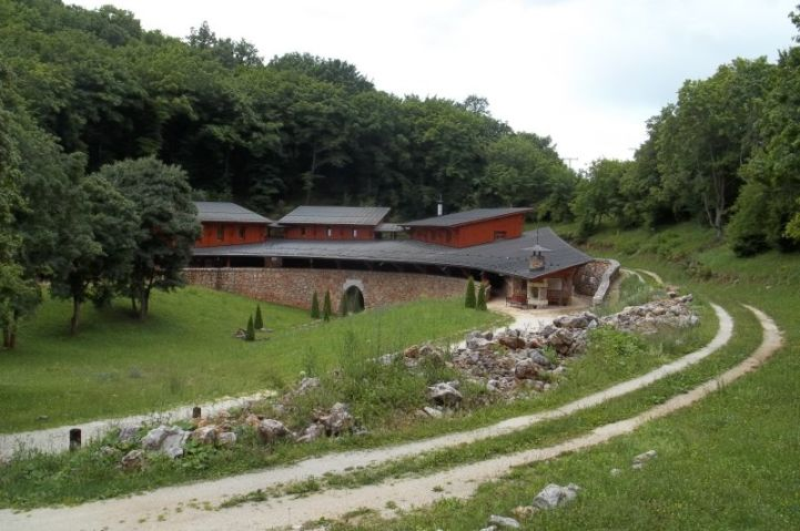 Baradla-barlang, Vörös-tói bejárat fogadóépülete