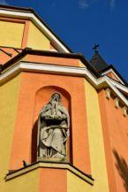 szobor a Szent Borbála-templom (Bányásztemplom) nyugati oldalán