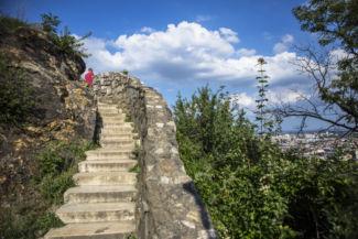 keskeny lépcsősor a Szabadság-szobor közelében
