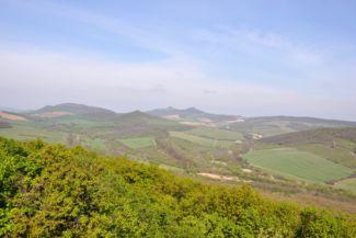 a Szanda-hegy kettős csúcsának látképe a béri Nagy-hegyről