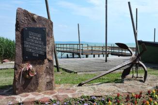 az 1796-os révhajó katasztrófa emlékére emelt Mementó szobor