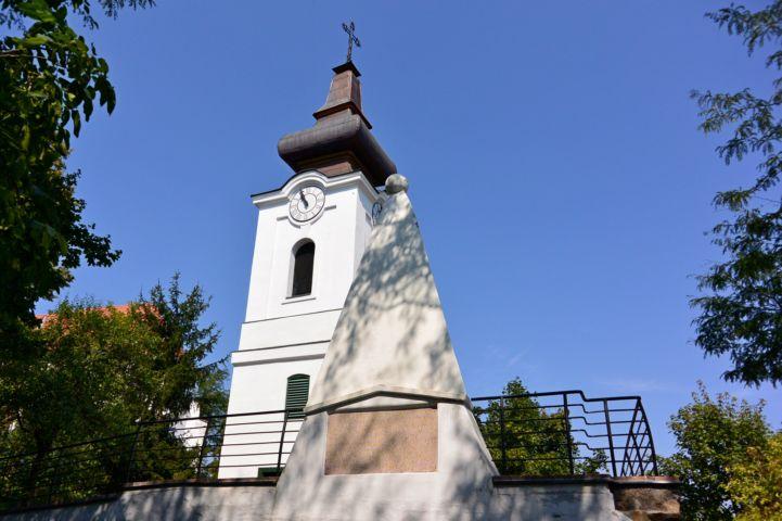 Werbőczy-gúla és a római katolikus templom tornya