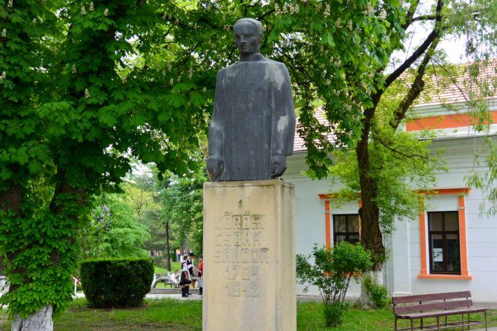Kőrösi Csoma Sándor szobra
