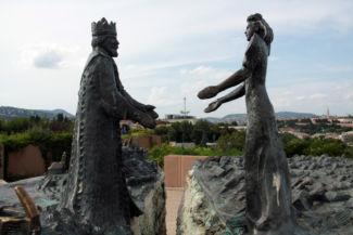 Buda királyfi és Pest királykisasszony szobra a két városrész egyesülését jelképezi