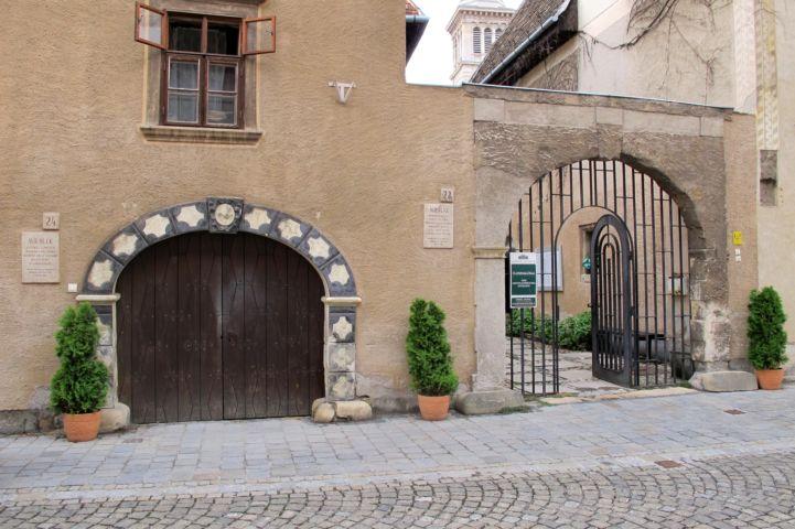 az Ózsinagóga rácsos kapuja