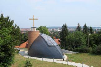 Szent Margit-templom hátulról