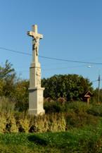 kőkereszt a 71-es út körforgalma mellett Balatongyörökön