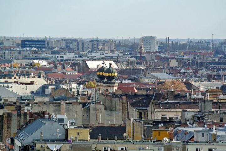 a Dohány utcai zsinagóga kupolái a Bazilika kilátójából