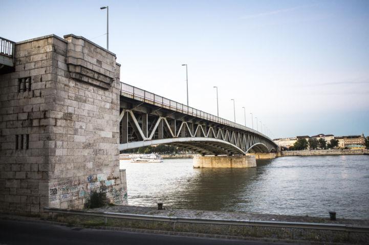 Petőfi híd a budai oldalról nézve