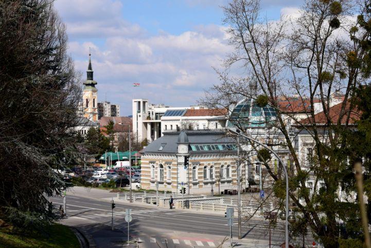 az Erzsébet fürdő és a belváros az avasi templomtól nézve