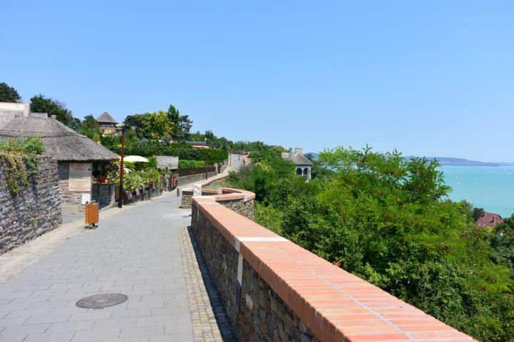 a Szabadtéri Néprajzi Múzeum bejárata a Pisky sétányon