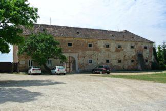 volt Széchenyi-kastély, Széchenyi Ferenc grófnak a Nemzeti Múzeum alapítójának szülőháza