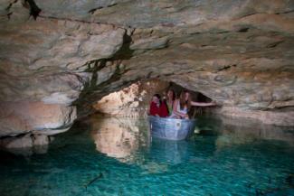 Csónakázz barlangban